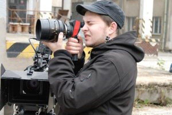 Ondrej Synak, kameraman a fotograf z Nitry, pri práci.