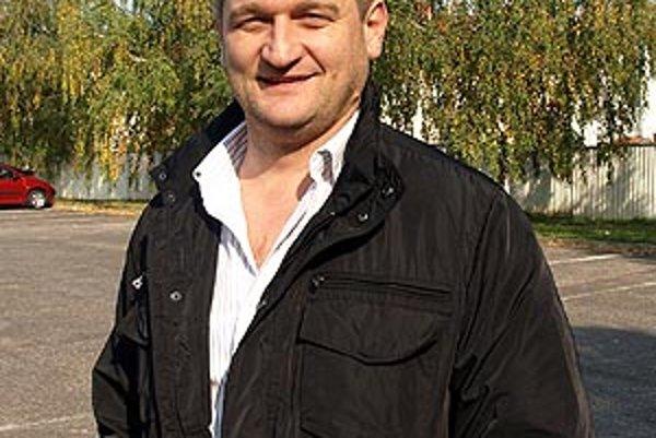 Ľuboš Gál je starosta a zároveň predseda futbalového oddielu, kde príkladne pracujú s mládežou.