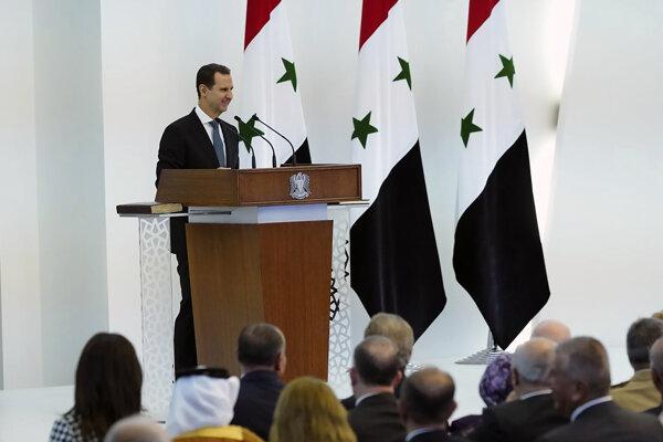 Asad zložil prísahu na ústavu a Korán pred viac než 600 hosťami pozvanými do prezidentského paláca.