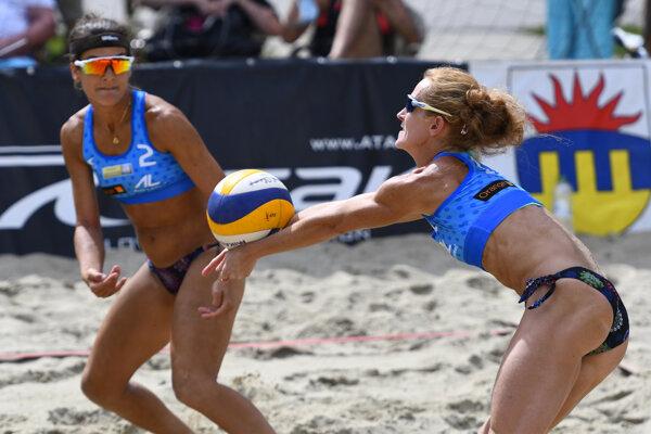 Ženškú časť turnaja vyjrali Zvolenčanka Eva Eleková (vľavo) s Ľubicou Šipošovou - ilustračné foto