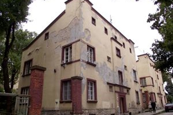 Kultúrna pamiatka na Misionárskej ulici. Tvorí ju súbor deviatich bytových domov, osem patrí mestu. Sú súčasťou zariadenia opatrovateľskej služby.