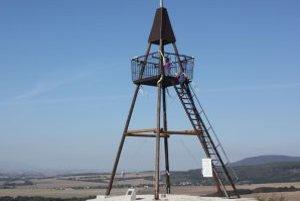 V Podhoranoch postavili novú rozhľadnu na mieste, kde predtým stávala triangulačná veža.