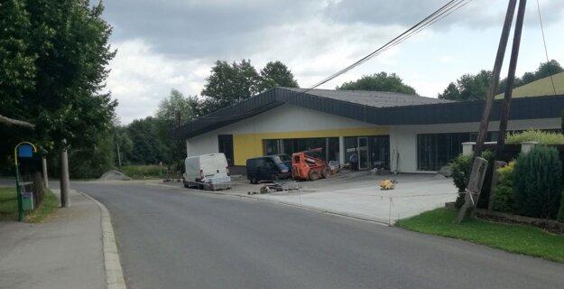 Na prestavbe budovy, v ktorej nájde sídlo obecný úrad, finišujú.