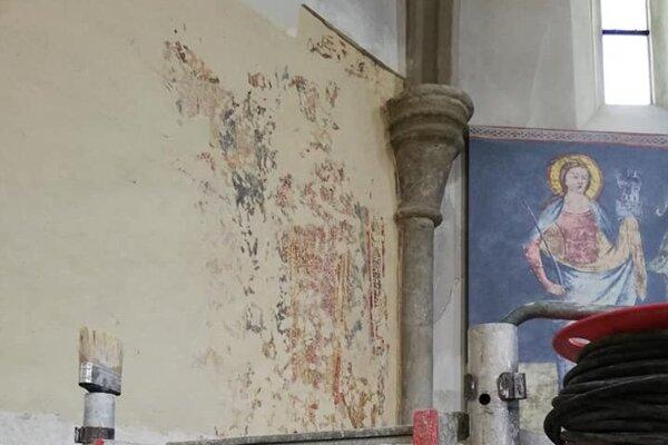Interiér Kostola sv. Jakuba apoštola v Želiezovciach.