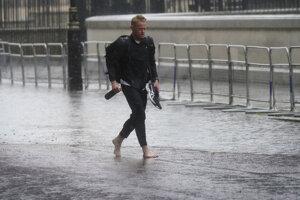 V Londýne prší, ako inak.
