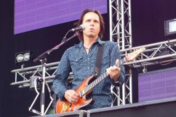 Okrem vlastných pesničiek skladá Janek Ledecký aj úspešné muzikály.