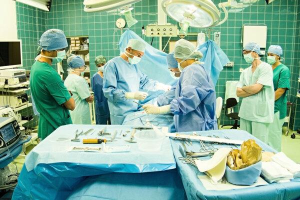 Operácia vpáčeného hrudníka.