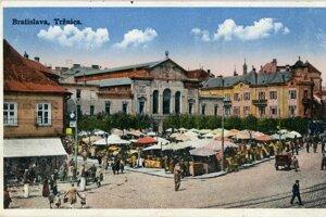 Súčasťou výstavy sú historické pohľadnice tržnice