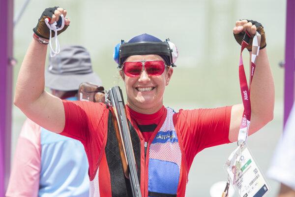 Strelkyňa Zuzana Rehák Štefečeková sa teší po tom, čo vyhrala kvalifikáciu trapu.