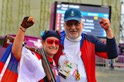 Slovenská strelkyňa Zuzana Rehák Štefečeková oslavuje zisk zlatej medaily.