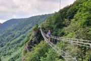 Lanový most v Skalke nad Kremnicou, ktorá je najnavštevovanejšou ferratovou lokalitou na Slovensku.