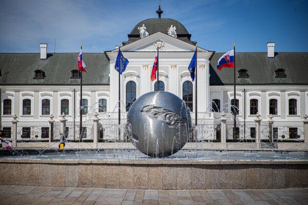 Fontána mieru na Hodžovom námestí v Bratislave.