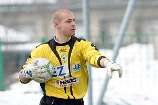 Brankár Matej Rondoš má len 21 rokov, no jeho futbalová budúcnosť je neistá.