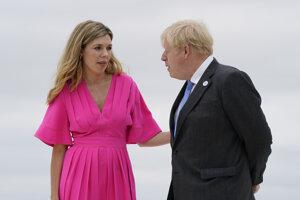 Britský premiér Boris Johnson a jeho manželka Carrie.