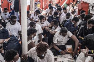 Migranti na lodi Ocean Viking. Ilustračná fotografia.