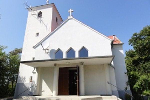 Pod malebným kostolíkom sv. Urbana na Zobore by mal podľa predstáv niektorých Zoborčanov vzniknúť cintorín. Mesto má ale s lokalitou iné zámery.