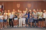 Ocenení bežci z Topoľčianskej bežeckej ligy.