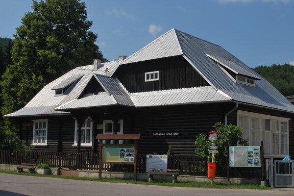 O historickú budovu sa v obci dodnes vzorne starajú