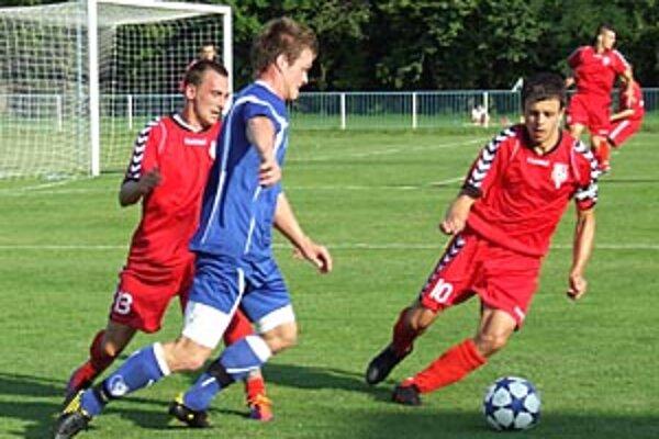 Šamorín opäť vyhral 1:0, z duelu so Sereďou zľava Bobor, Pelegrini a Gál.