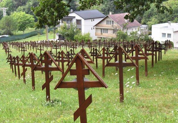 Vojenský cintorín v Stakčíne. Dokopy je ich v okolí obce desať.