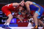 Boris Makojev (vľavo) v súboji s Rusom Najfonovom prehral na body.