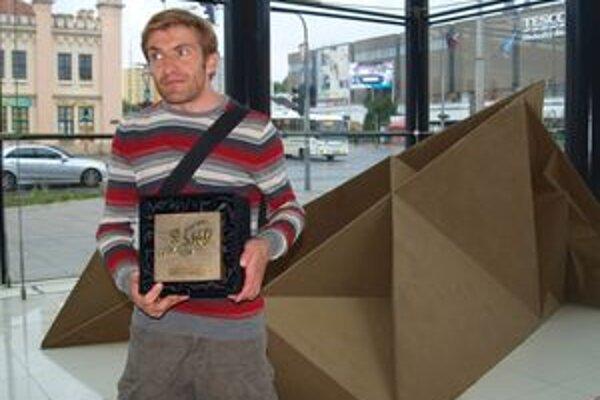 Enguerrand David a jeho dielo Ex Libris. Autor je tretíkrát víťazom Golden sand festivalu. Vždy zaujal svojimi geometrickými motívmi.