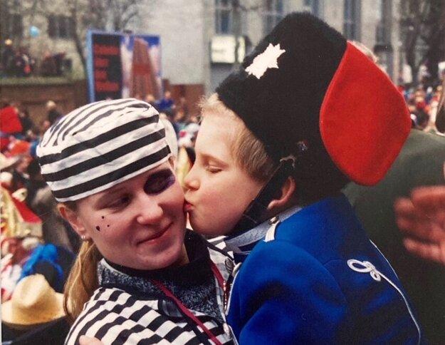 Prvé slovenské a české au pair chodili hlavne do Británie, ale smerovali aj do Nemecka či Francúzska. Na snímke Věra Janičinová na au pair pobyte v Kolíne nad Rýnom v roku 1996.