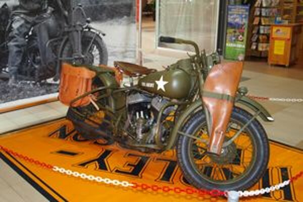 Zo starších typov je tu aj WLA-Army vyrobený v roku 1942 s pôvodným policajným výzorom.