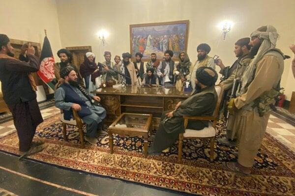 Lídri Talibanu sa už chystajú vládnuť.