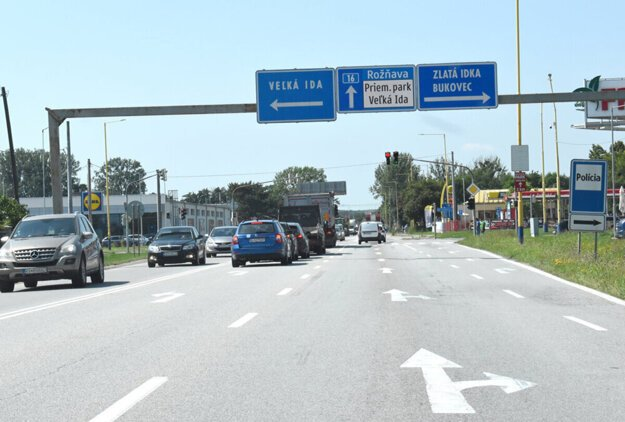 Podľa dopravného prieskumu prejde mestskou časťou Šaca za 24 hodín 25-tisíc vozidiel.