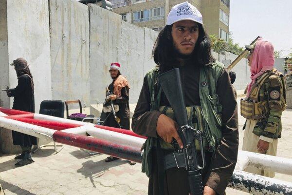 Taliban prebral moc v Afganistane.