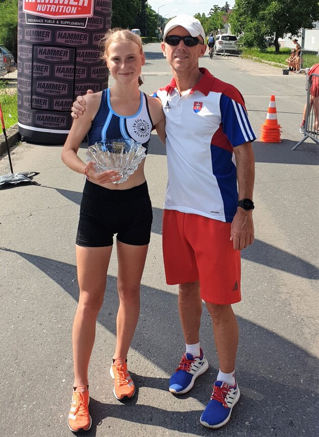 Terézia Kurucová so svojím trénerom Petrom Mečiarom zo ŠOG Nitra.
