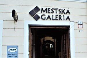 ilustračné foto - Vchod do Mestskej galérie v Rimavskej Sobote.