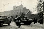 Do ulíc Bratislavy tak ako ďalších československých miest vtrhli tanky a vojaci.