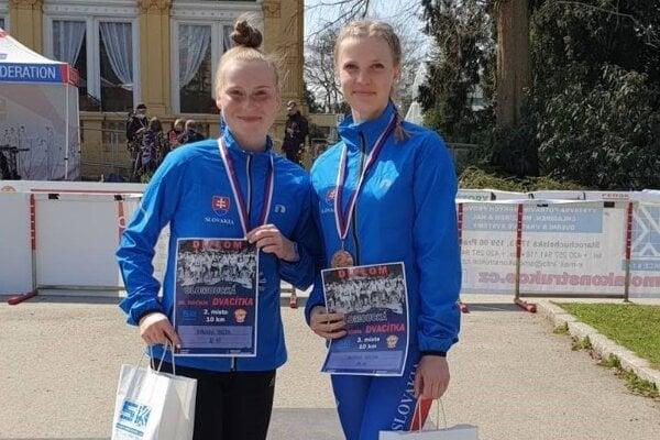 Terézia Kurucová (vľ.) dokráčala na juniorských MS na 10 km trati pätnásta.