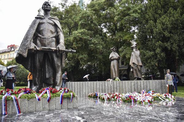 Z pietneho aktu pri príležitosti 77. výročia Slovenského národného povstania pri pamätníku SNP v Bratislave.