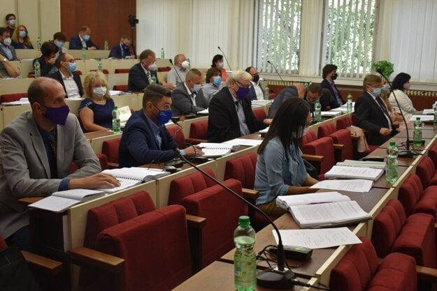 Michalovskí poslanci schválili laureátov cien mesta a primátora.