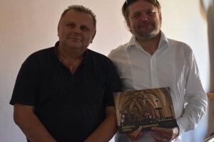 J. Dronzek a R. Wittner, autori publikácie o unikátnej krížovej ceste.