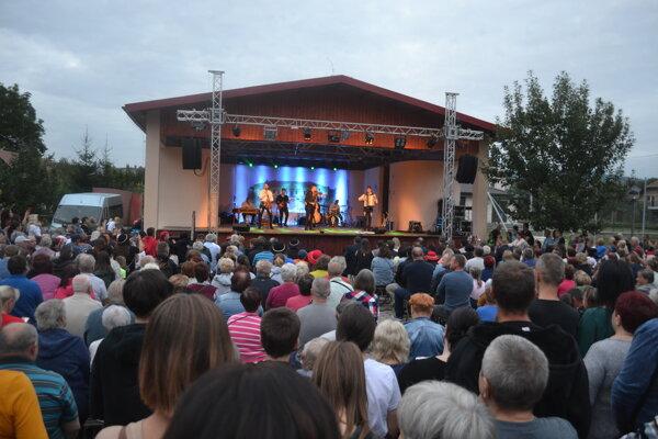 Pečovskonovoveský remeselný jarmok otvorili v prvý deň Kollárovci.