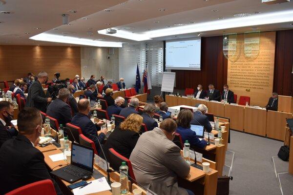 Zastupiteľstvo Prešovského samosprávneho kraja žiada ministerstvo zdravotníctva prehodnotiť zaradenie nemocníc v rámci reformy.