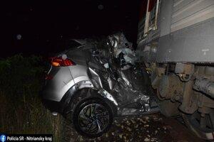 Vodič osobného auta zahynul priamo na mieste nehody.