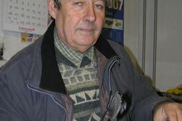 Marián Tomajko si počkal, ako sa vyvinie situácia po voľbách. Keď zistil, že legendárne hádky zlatomoravského parlamentu sú minulosťou, rozhodol sa pokračovať v práci šéfa Záhradníckych služieb a vzdať sa poslaneckého kresla.