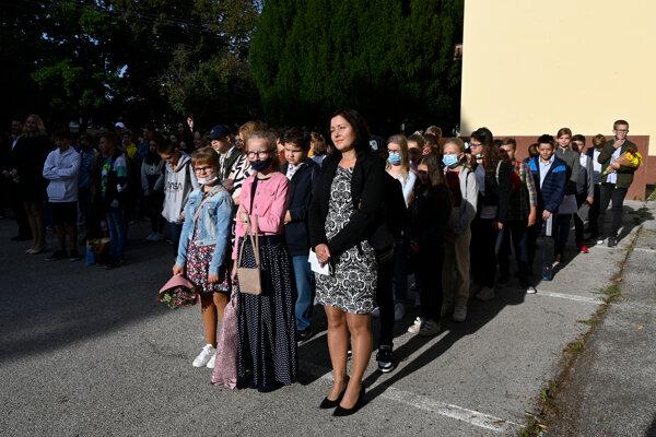 Do školských lavíc sa vrátili aj študenti Gymnázia Milana Rastislava Štefánika v novom školskom roku v Novom Meste nad Váhom