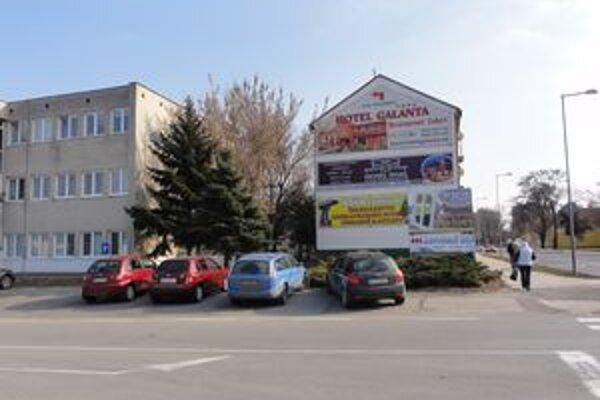 Medzi Bytovým družstvom a činžiakom má investor v pláne postaviť 8-poschodovú budovu.
