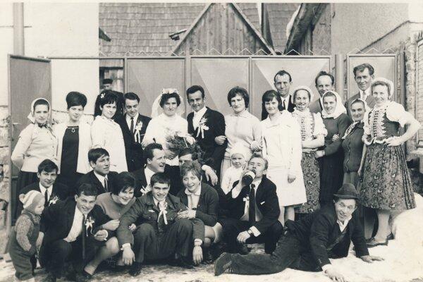 Svadba v Babíne z roku 1968.