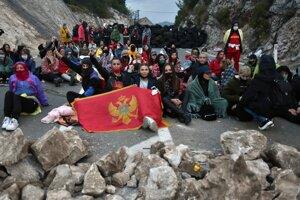 Demonštranti zablokovali ulicu v Cetinje.