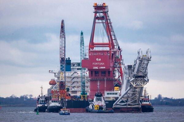 Plavidlo Fortuna, ktoré dokončuje plynovod Severný prúd 2.