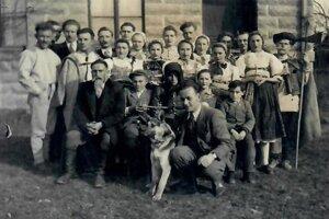 Ochotnícke divadlo zroku 1935