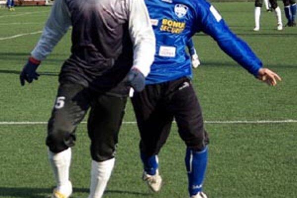 Ľuboš Kolár v sobotu už hral proti Podbrezovej a strelil gól. Vľavo Tubonemi.