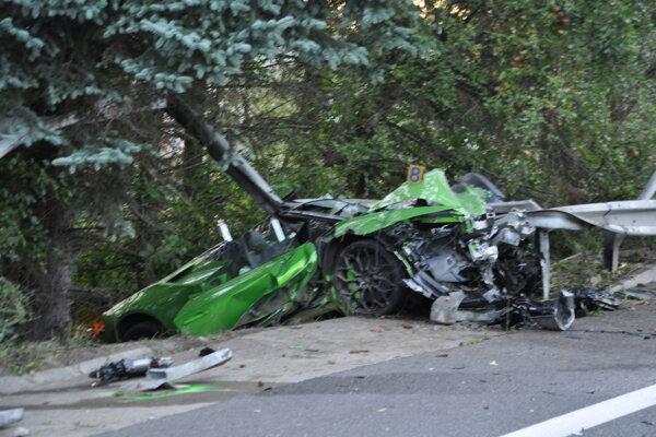 Zničené Lamborghini.